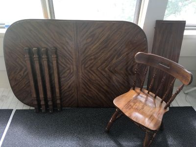Dining Room Table with Leaf and 8 Chairs
