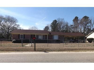 3 Bed 2 Bath Foreclosure Property in Dillon, SC 29536 - W Madison St