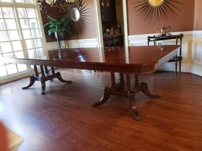 Beautiful Crotch Mahogany Dining Room Table