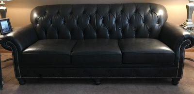1 year old Beautiful leather sofa