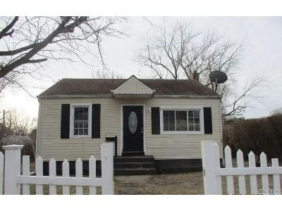 2 Bed 1 Bath Foreclosure Property in Wyandanch, NY 11798 - E Booker Ave
