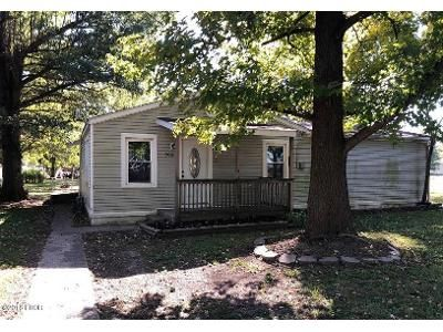 3 Bed 1 Bath Foreclosure Property in Gorham, IL 62940 - Jackson St