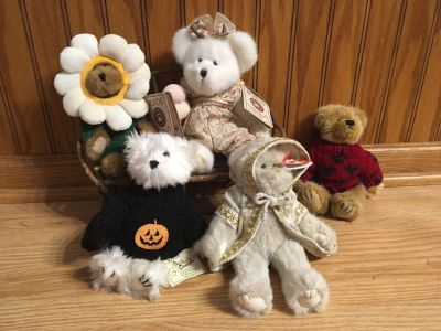 Bear seasonal decor set