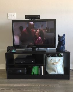 Entertainment Center/ TV Stand