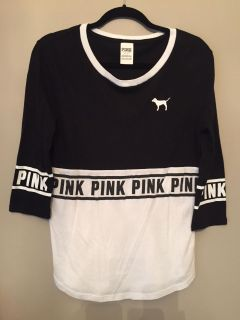 Victoria's Secret black/white 3/4 sleeve top. Size small. In very nice condition.