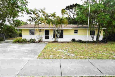 2751 NE Savannah Road Jensen Beach Three BR, Discover this