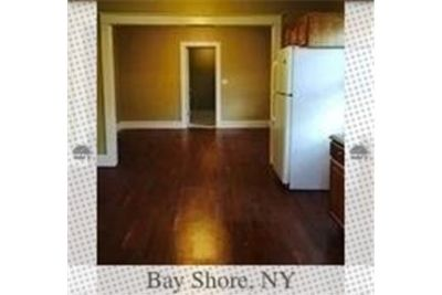 Mint 3 Bedroom 1st Floor. Washer/Dryer Hookups!