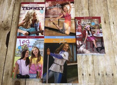 American girl doll like new book lot Lea, tenney, Gracie, Isabelle, julie $10