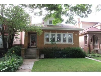 4 Bed 1 Bath Preforeclosure Property in Chicago, IL 60645 - W Chase Ave