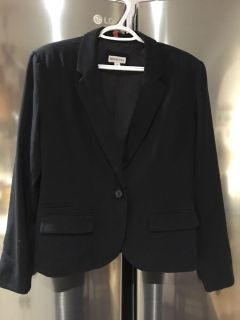 Ladies blazer size 12..... dry cleaned and in excellent condition