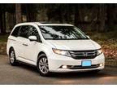 2014 Honda Odyssey Minivan in University Place, WA