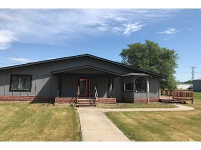 4 Bed 2.5 Bath Foreclosure Property in Edmore, ND 58330 - Grant St