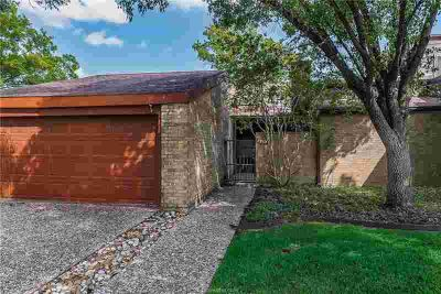 1506 Wolf Run COLLEGE STATION Two BR, RARE PROPERTY