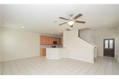Katy \ $1,725/mo \ 3 bathrooms - convenient location. Carport parking!