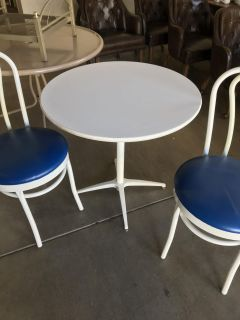 Cute little table and 2 chairs