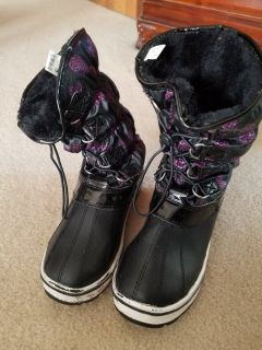Girls snow boots- size 4