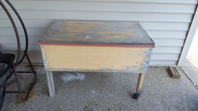 Wood sand table with lid