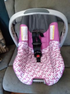 Evenflo Infant Carrier very good condition no stains no tears expiration date 2023 no Base very clean