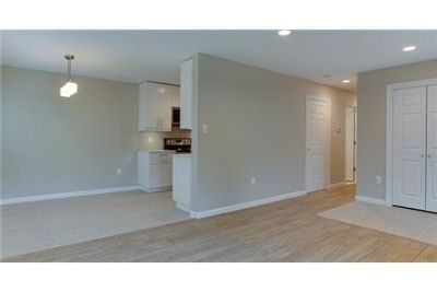 Modern luxurious flat close to it all. Washer/Dryer Hookups!