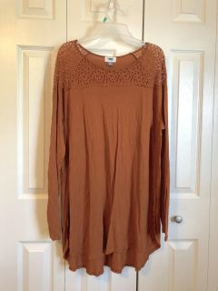 Women s size XXL Tunic with lace detailing