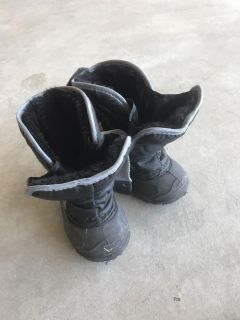 Toddlers size 6 snow boots