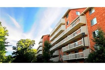 2 bedrooms Apartment - Amidst 55 acres of conservation woodlands in Woburn. Pet OK!