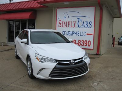 2015 Toyota Camry LE (White)