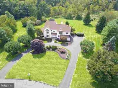 16 Colts Neck Dr Newtown Five BR, Be HOME for the holidays in