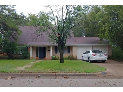 4 Bed 2 Bath Preforeclosure Property in Arlington, TX 76013 - Larkspur Dr