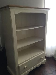 Book case - Rooms to Go