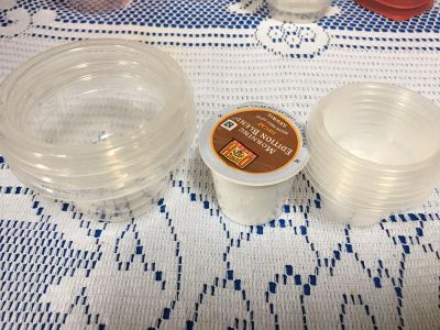 9 small containers 3 larger 6 small they have no lids meant for Rubbermaid containers that have the lid the got into