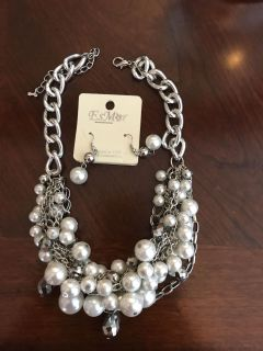 Pearl/silver necklace and matching earrings