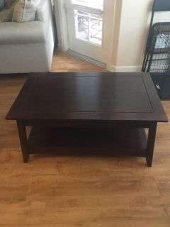 Coffee table with 1 side table