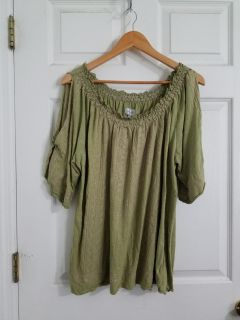 Cute Green & Natural Colored Avenue Top Size 3X. Excellent Condition