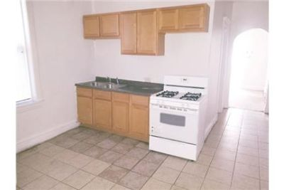 This 2 bedroom Apartment comes with Stove and Fridge. $875/mo