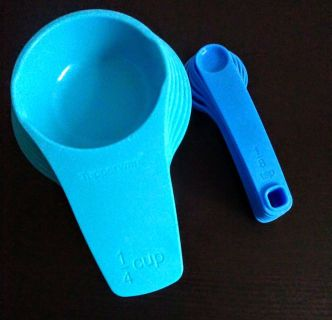 Like New Tupperware measuring cups and spoons