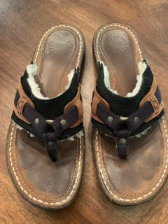 UGG FUR LINED FLIP FLOP IN WOMENS SIZE 9 see pics!