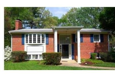 UPDATED & SPACIOUS HOME ON CUL-DE-SAC IN COVETED AREA OF MCLEAN. Washer/Dryer Hookups!