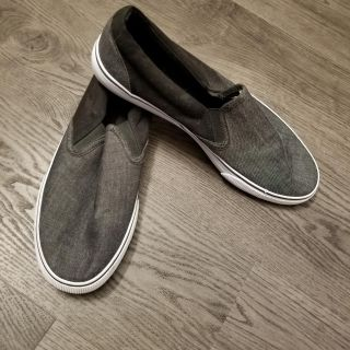 Grey Mossimo shoes size 11in great condition, just a little bit of cleaning need it.