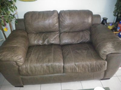 OVERSIZED LEATHER LOVESEAT CHAIR AND COFFEE TABLE