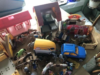 Play mobile Horse Lot