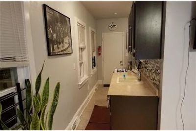 2 bedrooms Apartment - Large & Bright. Parking Available!