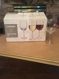 Set of 12 wine glasses NEW