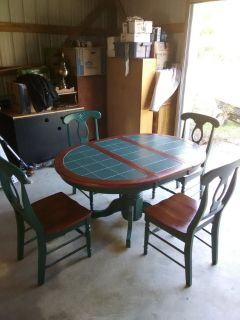 dinning table with leaf and 4 chairs