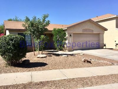 Northwest 2 bedroom w/ den home with awesome backyard