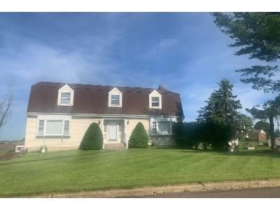 4 Bed 2.5 Bath Foreclosure Property in Easton, PA 18040 - Tuscany Dr