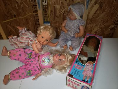Old Vintage NON TESTED DOLLS NEEDS CLEANED MONTICELLO PICK UP ONLY $40 OBO