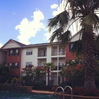 - $382 Two rooms available in a three bedroom apartment (Grand Pointe Apartments)
