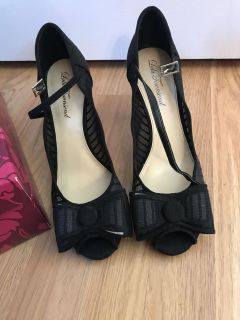 Size 10 women s shoes / NW