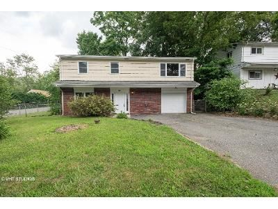 3 Bed 2 Bath Foreclosure Property in Hopatcong, NJ 07843 - Reading Rd